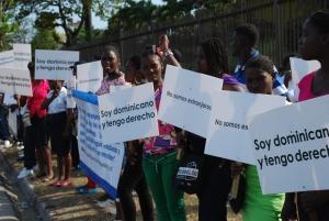 Dominican@s afectad@s exigiendo sus derechos.