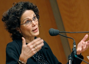 La escritora también rechaza la #SentenciaTC