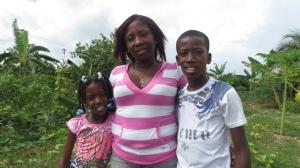 Martha Sena junto a sus hijos Alicia y Anthony