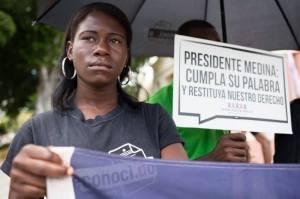 Las personas afectadas esperan por la propuesta de Ley del Ejecutivo (Foto cortesía de Fran Afonso)